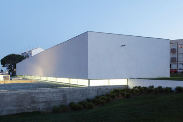 Community Center by Pedro Mendes Arquitectos