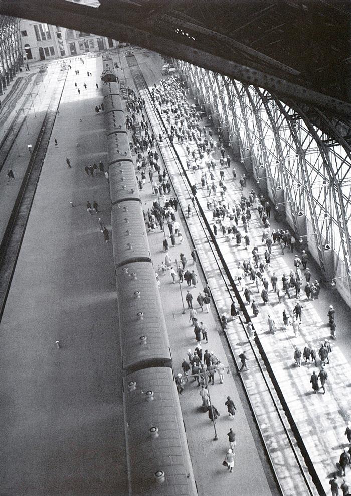 Arkady Shaikhet, Kievsky Station, 1936, Courtesy Arkady Shaikhet - Station Russia, The Russian Pavilion, Architectural Biennale 2018, Venice, 26 May-25 November 2018