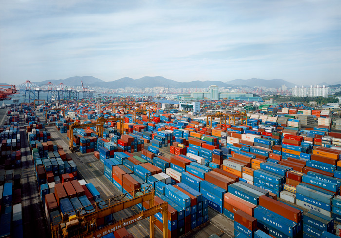 Thomas Struth, Hanjin Gamman, Port Busan, 2007. Chromogenic Print, 172x241x6 cm framed - Courtesy of the artist - Arte Fiera 2019 Bologna