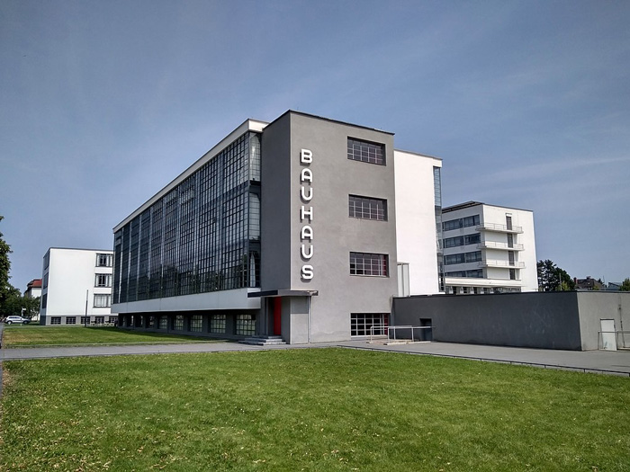 Walter Gropius, the building of the Bauhaus, Dessau, Germany (1925-1926). Image courtesy by Aufbacksalami. Creative Commons Copywright through Wikipedia
