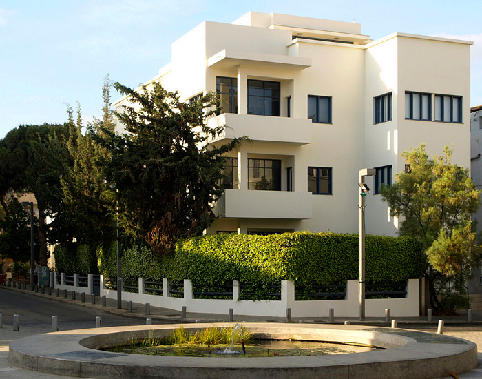 Bauhaus Museum, Tel Aviv (1934). Image courtesy by BergA. Creative Commons Copywright through Wikipedia