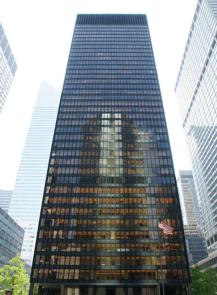 Ludwig Mies van der Rohe and Philip Johnson, Seagram Building, New York, USA (1958) [detail]. Image courtesy of Noroton. Public Domain Copywright through Wikipedia